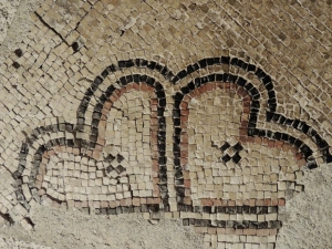 "Mosaic ""hearts"" found in Jerusalem"